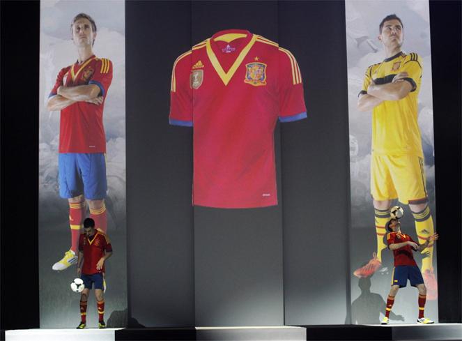 New Spain goalie jersey 2013