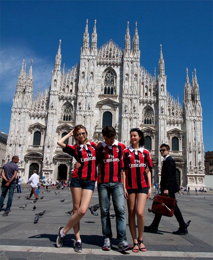 AC Milan trøje Il Duomo set forfra