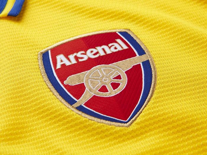 Arsenal away kit 13/14 club crest
