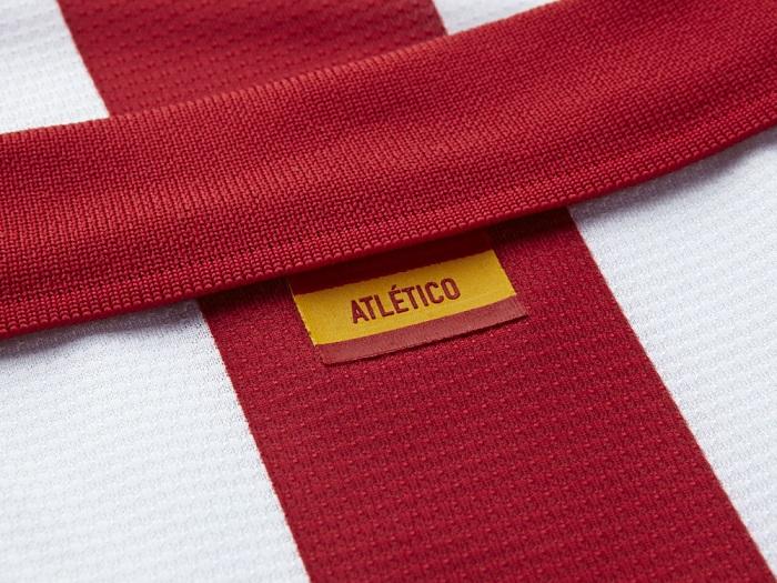 Atletico de Madrid backside of collar ES flag