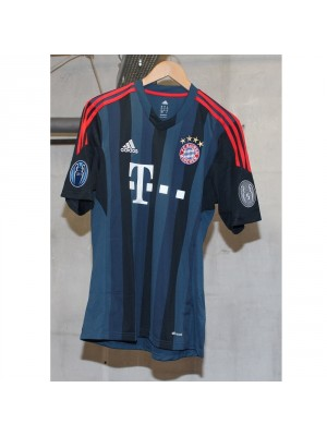 Bayern Champions League badges 13/14 kit
