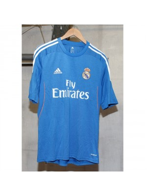 Real Madrid away jersey 13/14  -  La Liga badge