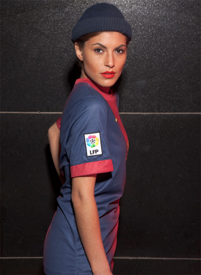 LFP sleeve badge on the Barca home jersey