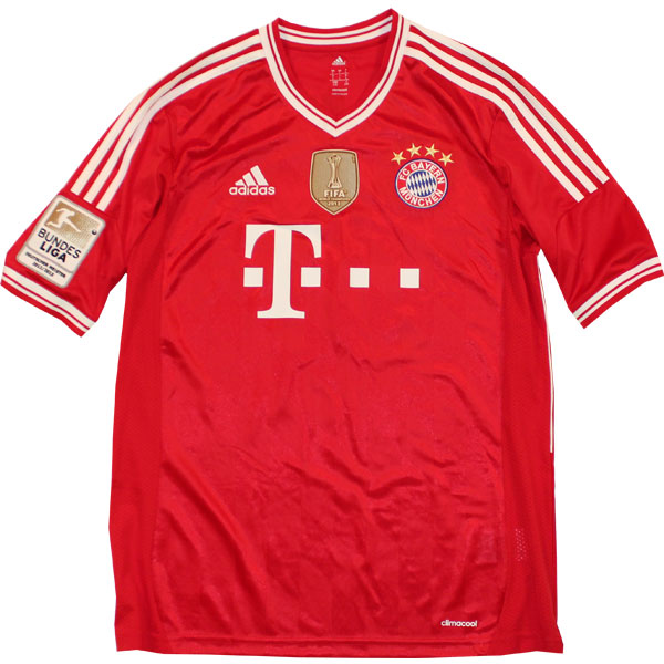 FC Bayern home jersey WCC 2013 badge