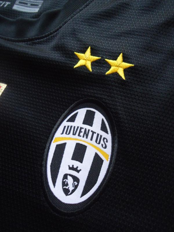 Juventus away kit 12-13 crest
