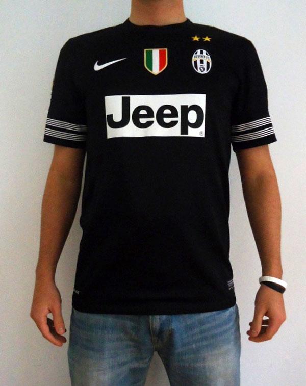 Juve away shirt 12-13 model