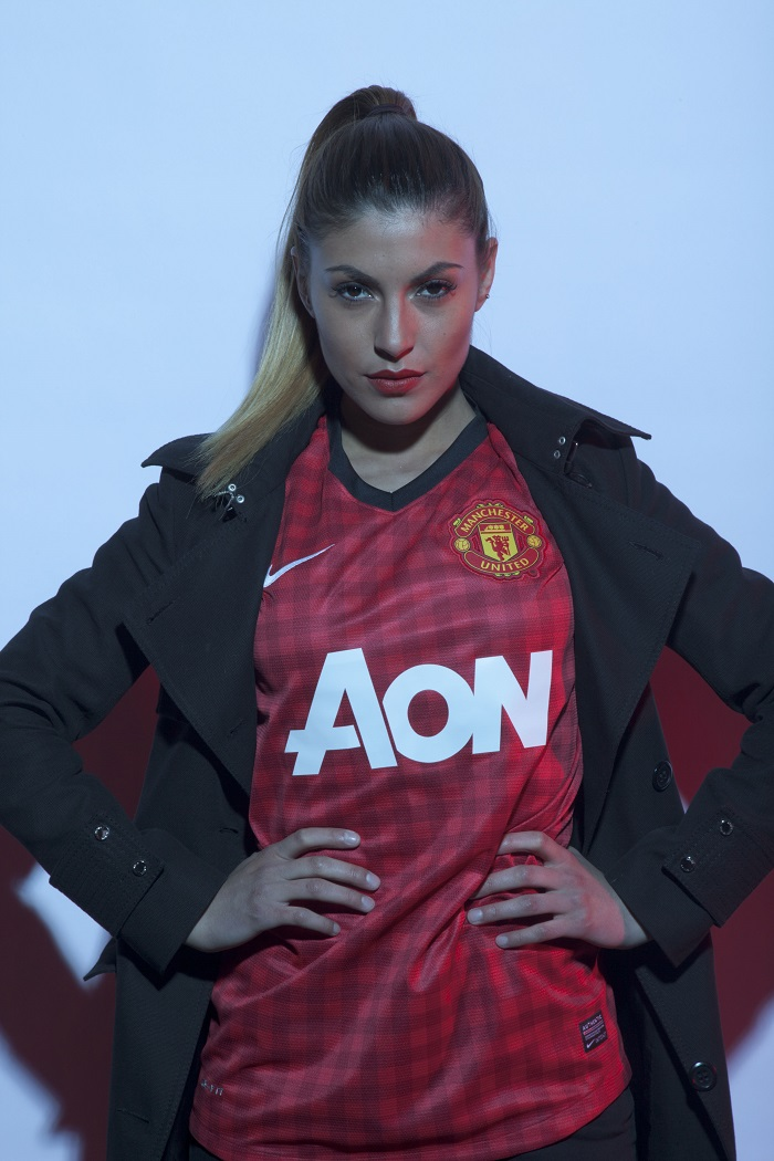 Man Utd girl looking cool )