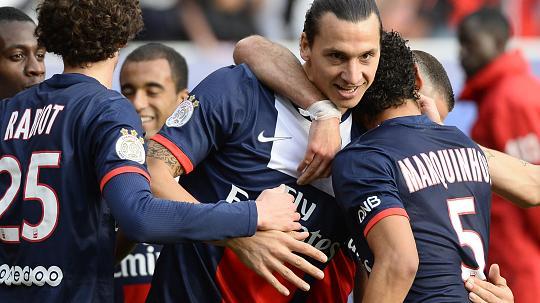Ligue 1 champions badge PSG home kit