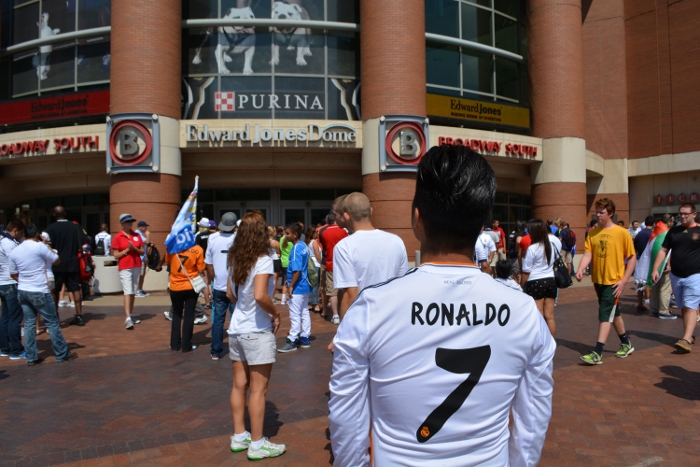 Real Madrid home jersey 13-14 live model
