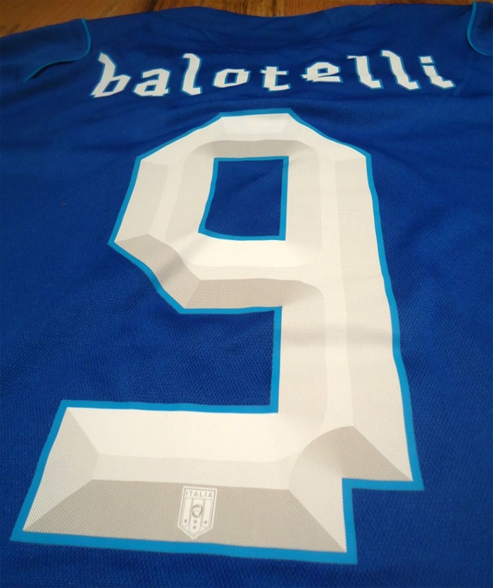 Italy name and number kit back Balo 9