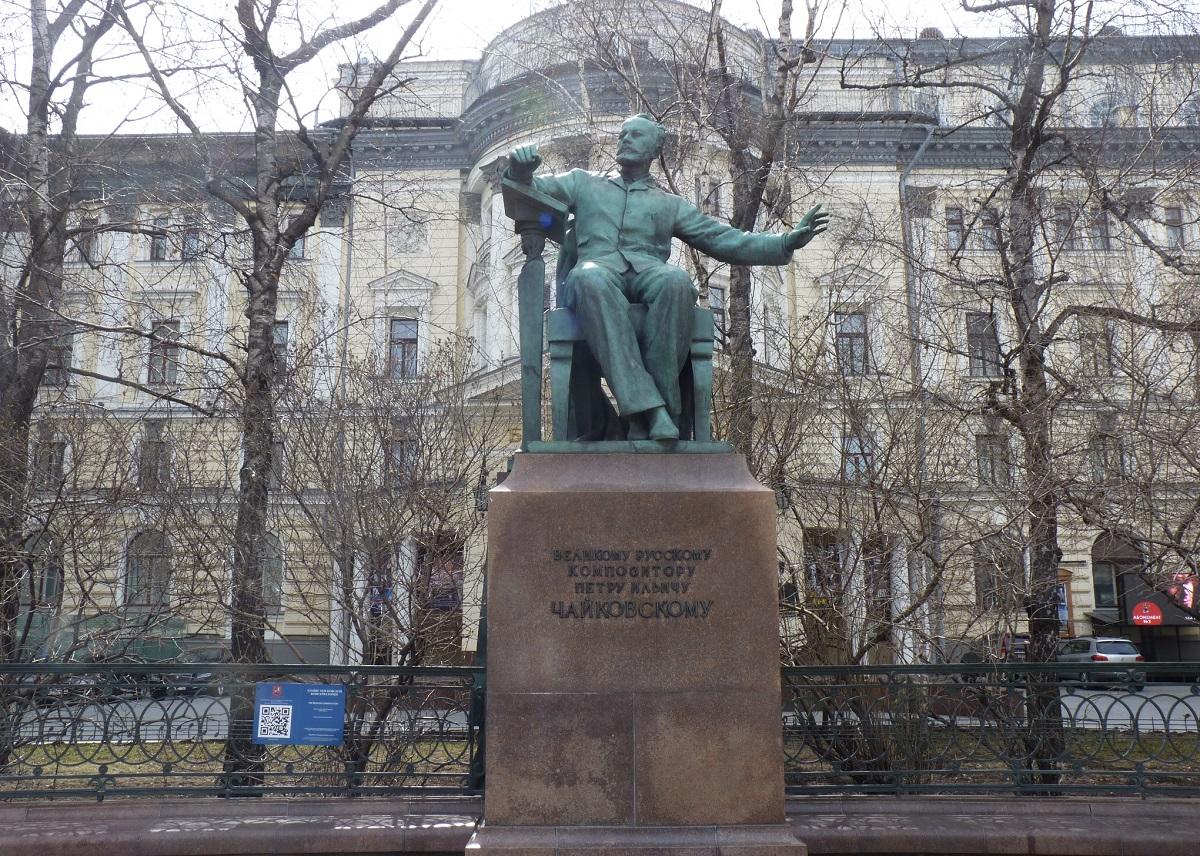 Pietr Tjaikovskii statue